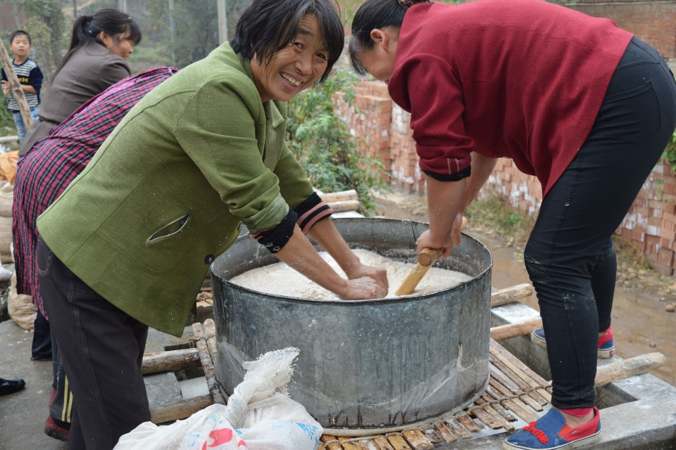 秋季直播农村纯红薯淀粉制作全过程,我们还能见到这样的场景吗?